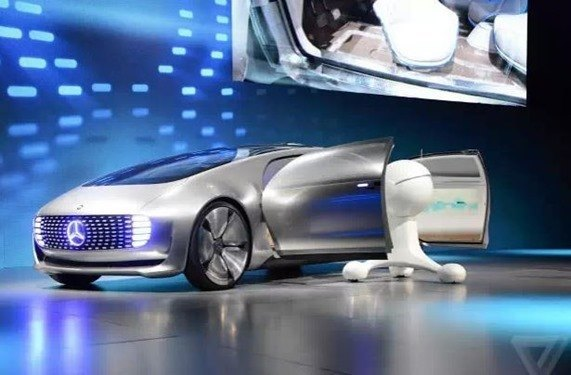Mercedes-Benz-F-015-self_thumb.jpg